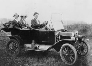statelibqld_2_179851_1913_model_t_ford_takes_a_couple_off_on_their_honeymoon_1913